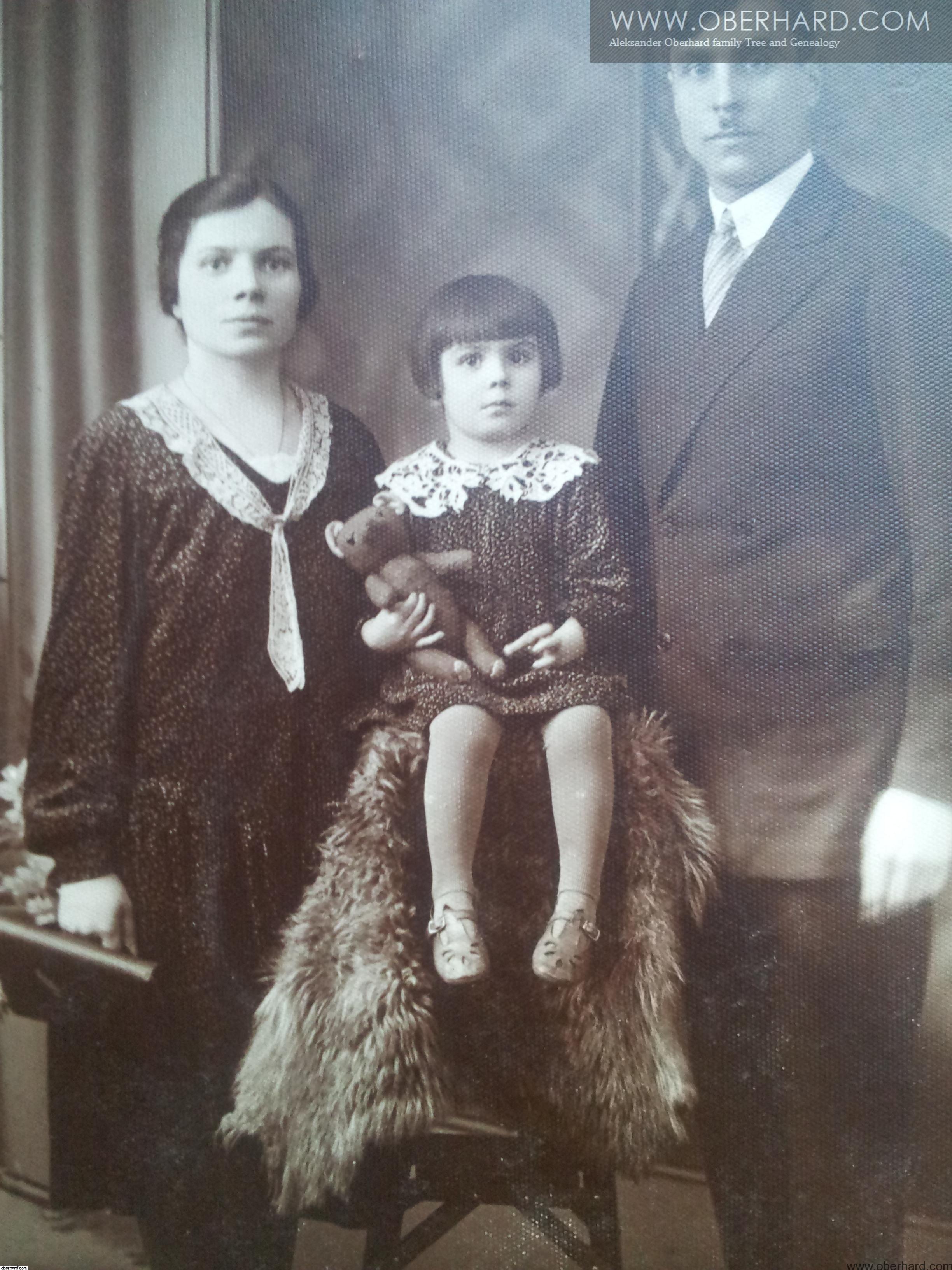 RODZINA WOŁOSOWICZ 1930r. Irena Franciszka Stanisław i mały miś.